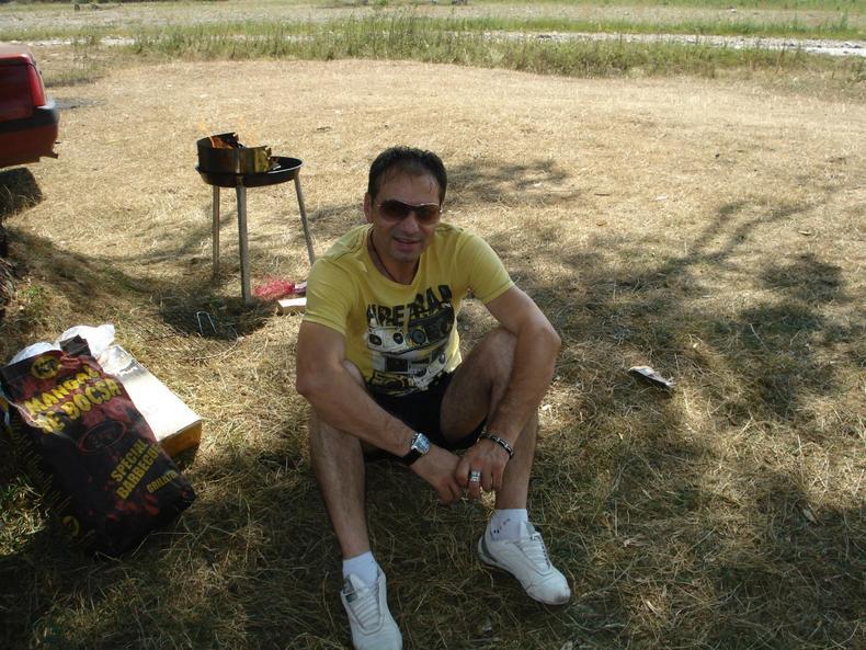 Adult singles hookup blunt south dakota